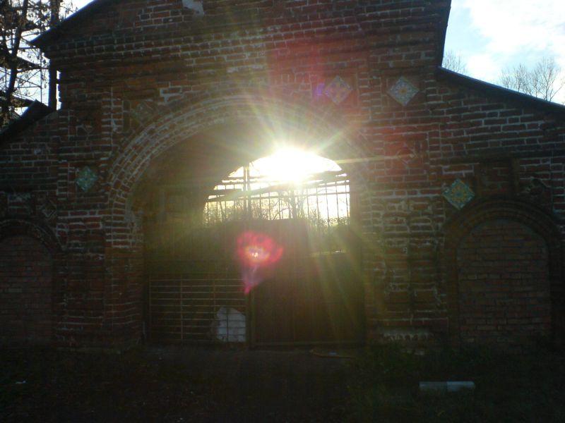 ФБУ ИЗ-76/1 города Ярославль находится в очень старом здании на берегу Волги в районе города именуемом «Коровники». На фото у места нахождения Грабового Г.П. - «Роза - символ свободы».
